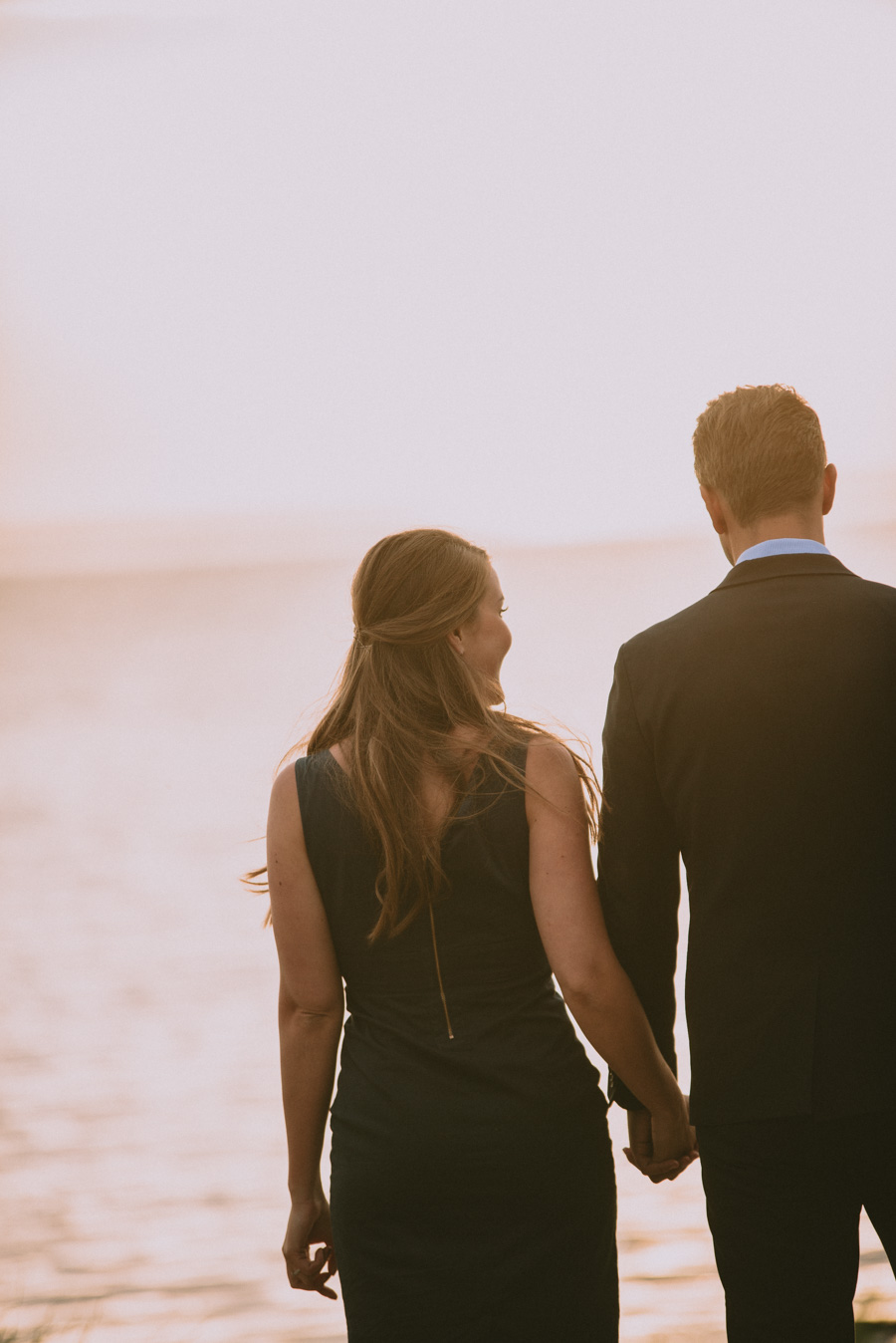 romantisk,strand,beach,couple,par,pre,wedding,shoot,bröllopsfotograf,skåne,golden,hour,sunset,lomma