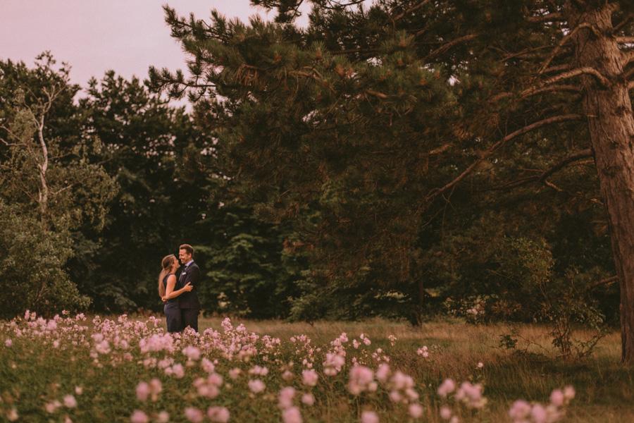 couple,par,pre,wedding,shoot,bröllopsfotograf,skåne,golden,hour,sunset,lomma