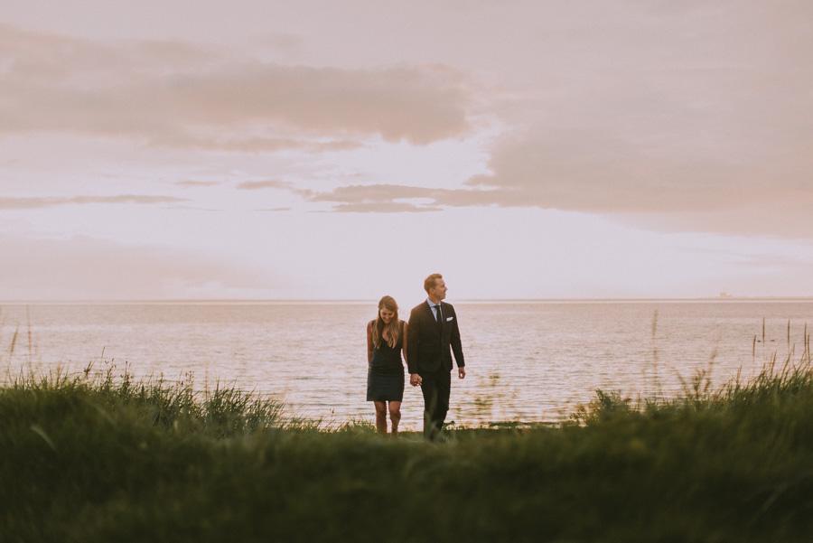 bröllopsfotograf,skåne,golden,hour,sunset,lomma,strand,beach,couple,par,pre,wedding,shoot,