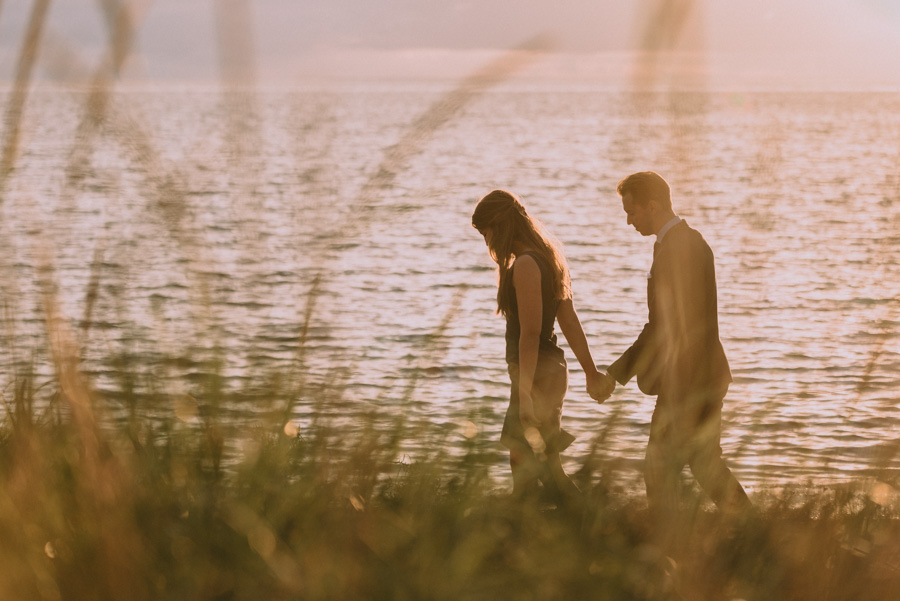 strand,beach,couple,par,pre,wedding,shoot,bröllopsfotograf,skåne,golden,hour,sunset,lomma