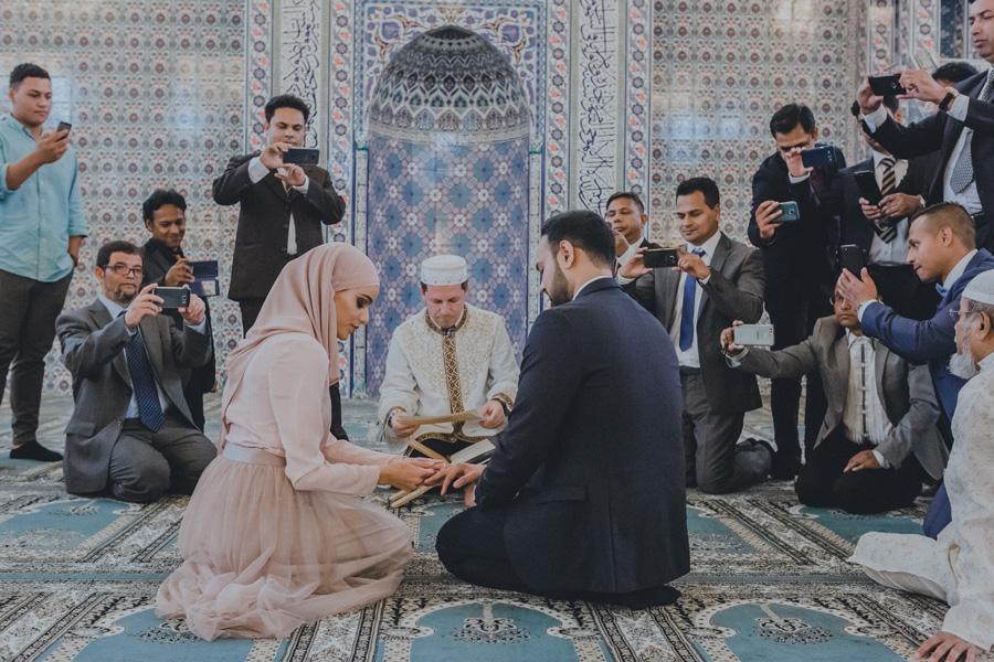 ringväxling,islam,bröllop,malmö,moské,bröllopsfotograf,ceremoni,smartphones