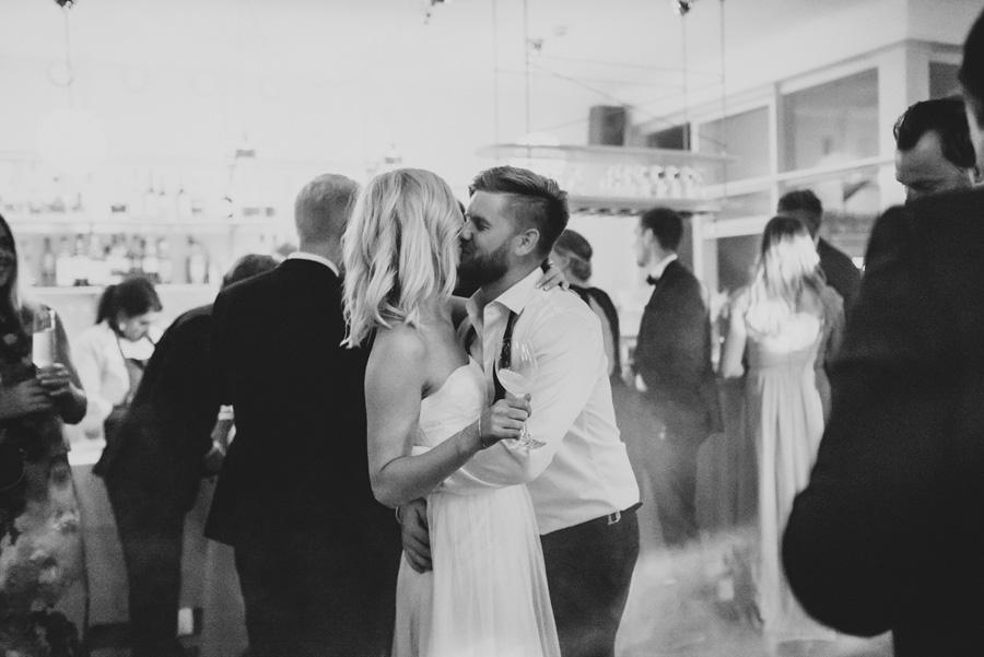 kyss,bröllopsfotograf,österlen
