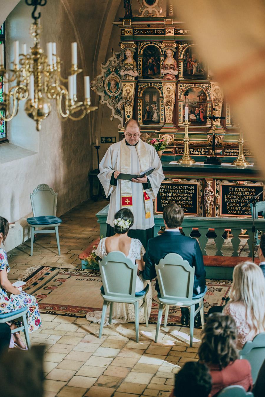 burlövs gamla kyrka,bröllopsfotograf,vigsel,skåne,weddingphotographer