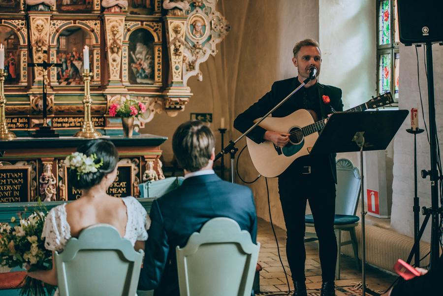 bröllopsfotograf,vigsel,burlövs gamla kyrka,skåne,weddingphotographer